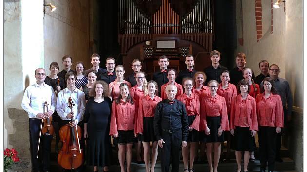 Krnovský chrámový sbor zpívá už 111 sezón.