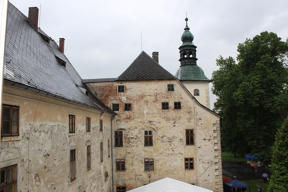 Na zámku v Janovicích u Rýmařova začala sezona, v sobotu 8. června byl zámek slavnostně otevřen.