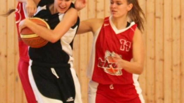 Basketbalistky SK Bruntál jsou v přeboru střední Moravy stoprocentní a drží špici tabulky.