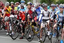 Tak vypadal peleton cyklistů před startem loňského ročníku ceny Krnova.