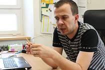 Jan Vavřík je autorem knížky Kolotoč strachu, která propletencem drsných příběhů dětí z domova.