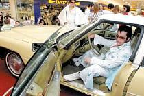 Krnovský Elvis Pavel Pavlevský sice v soutěži skončil na nepopulárním druhém místě, ale výstava amerických aut pro něj byla úžasným zážitkem.