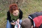 Sdružení Arnika spolu z dětmi ze Základní školy v Břidličné odebralo usazeniny z tamního potoka Polička. Pátrali po pesticidech z polí.