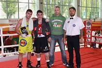 Hvězdy exhibičních utkání na Velké ceně Krnova v boxu. Zleva Emil Kocvelda, Vladimír Lengál, Stanislav Bártek a Tomáš Müller.