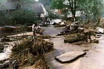 Zátor v květnu 1996 zničil rozvodněný Zátoráček. Místní ještě ani nestačili napravit nejhorší povodňové škody a v červenci 1997 vtrhla do Zátoru další obrovská povodeň.