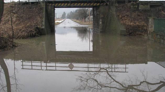 Silnice musela být v tomto úseku uzavřena.