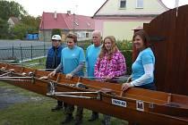 Členové Veslařského klub Slezská Harta pokřtili tři lodě, které klub letos získal.