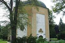 Oprava fasády čeká v průběhu následujících týdnů kapli sv. Michala v Bruntále, využívanou jako smuteční obřadní síň. Opravu už nutně potřebuje.