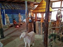 Nová sekce v betlémě v Jiříkově se tematicky váže na vodu. Je zde studna a žlab, k ovcím a kravám bude přibývat další dobytek a nové postavy.