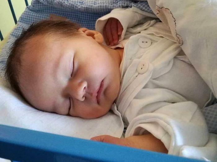 Jmenuji se VÍTĚZSLAV ŽÁK, narodil jsem se 5. ledna, při narození jsem vážil 3670 gramů a měřil 54 centimetrů. Moje maminka se jmenuje Barbora Kochanová a můj tatínek se jmenuje Vítězslav Žák. Bydlíme v Bruntále.