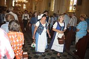 Dříve jsme byli zvyklí jezdit na dožínkové slavnosti do Polska. Nejdřív se tato tradice vrátila do Slezských Rudoltic. Rudoltické dožínky si našly řadu příznivců a dnes už patří k nejvýznamnějším událostem roku.