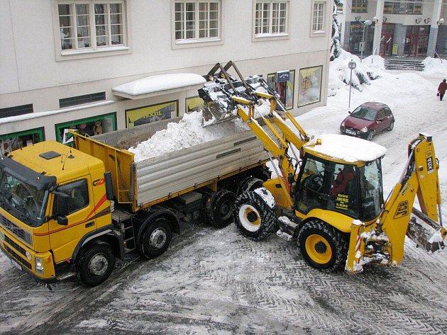 Přívaly sněhu potrápily i obyvatele Bruntálu.