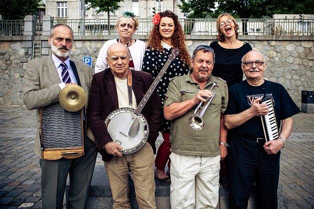 Mimořádná událost čeká všechny fanoušky Ivana Mládka v pátek 8. června v Úvalně: vernisáž obrazů a koncert Banjo Bandu.
