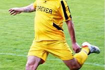Fotbalisté Krnova se naladili na vítěznou vlnu, vyhráli potřetí za sebou. Na snímku záložník Ladislav Klement.