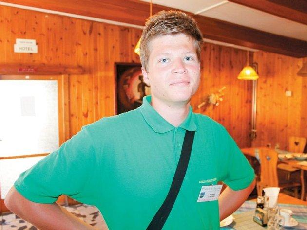 Radek Fabian je bývalý student vrbenského sportovního gymnázia. Přesto jej postupné rušení jediné střední školy ve Vrbně pod Pradědem nenechává lhostejným ani dnes.