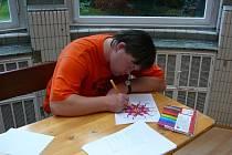 Díky velkému ohlasu loňské arteterapeutické dílny se ve Flemmichově vile uspořádal nový seriál kurzů specializujících se na nové metody sebevyjádření. První kurz na téma kresba mandaly navštívilo dvacet sedm účastníků.