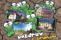 Nové pohlednice Bruntálu využívají popularitu zubatých žab. Pohledů s motivy tohoto novodobého loga města je celkem deset.