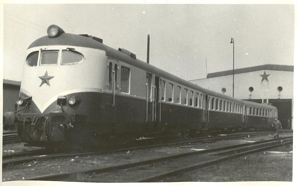 Fotografie k článkům Jana Dokládala o historii železniční dopravy na Krnovsku.