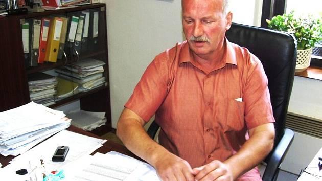 Ladislav Velebný je starostou obce Dolní Moravice, krajským zastupitelem a zároveň poslancem dolní komory Parlamentu České republiky.
