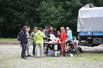 Obec Petrovice uspořádala slavnost u pramene Pod Gajerem, který odborníci monitorují už padesát let. Upozorňuje na něj nová infotabule.