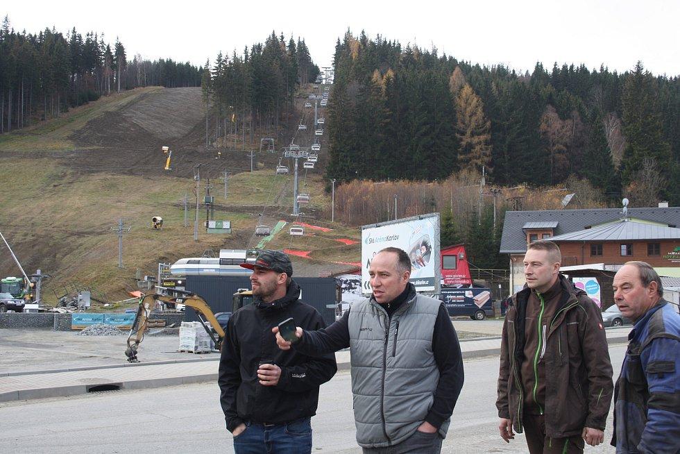V zimním středisku Myšák v Karlově pod Pradědem jezdila poslední tři sezony dvousedačková lanovka. Letos tu bude mít premiéru čtyřsedačková lanovka s bublinou proti větru.