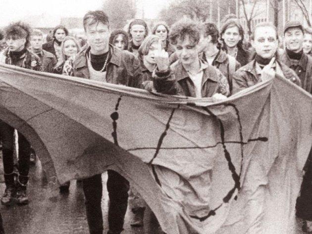Anarchisté byli v Krnově novinkou, která nikoho nezaujala. Po této první demonstraci se už veřejná vystoupení levicových extrémistů v Krnově nekonala, pokud nepočítáme akce místních komunistů.