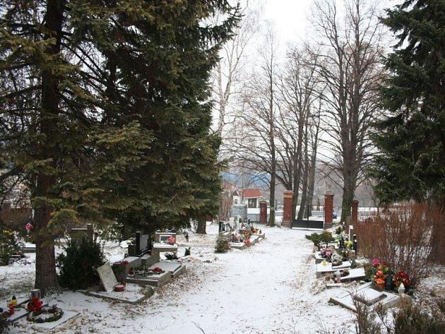 Investice do urnového háje v Krnově přinese nový chodník, parkoviště a terénní úpravy kolem památníku obětem první světové války.