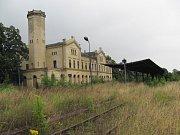 Nádraží v Hlubčicích má svou architekturou evokovat tvar parní lokomotivy.
