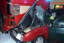 Nehoda s tragickými následky se seběhla brzy ráno 5. ledna mezi Miloticemi a Horním Benešovem. Řidič Formanu zraněním podlehl.