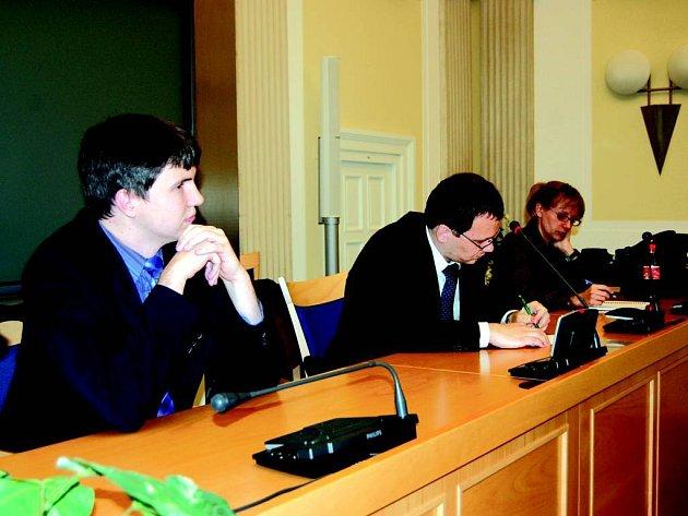 Zástupci Transparency International se snažili rozproudit veřejnou diskusi o věcech, které Opavany pálí.