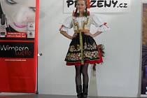 Nejrůznějších soutěží krásy se úspěšně zúčastňuje šestnáctiletá Renáta Pavlíková z Moravskoslezského Kočova. Díky tomu už také získává první zkušenosti v oblasti modelingu.