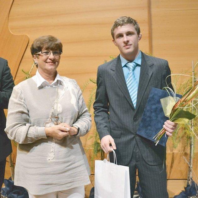 Moravskoslezský kraj ocenil mimořádné sportovní výsledky několikanásobného Mistra ČR v řecko-římském zápase Matouše Morbitzera z Krnova (vpravo).