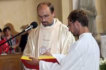 Farář Marek Žukowski je duchovním správcem Římskokatolické farnosti v Rudné pod Pradědem, ale i v Andělské Hoře, kde podobnou mši celebroval v červenci.