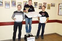Zleva Vítězslav Šimona, uprostřed vítěz, nejlepší vrchař a skokan roku Mojmír Daňhel, vpravo Miroslav Švihel.