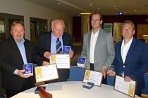 Merkurovy medaile, významná ocenění Hospodářské komory České republiky, převzali v uplynulém týdnu Jaromír Valčiš, René Sommer, Antonín Mroček a Vladimír Holaj (zastoupen Květoslavem Bašistou).