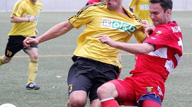 Marcin Pontus (ve žlutém) by se měl stát výraznou posilou.
