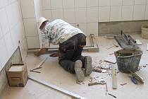 Rekonstrukce školní jídelny v Břidličné právě finišuje.