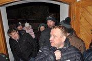 Kaplička v Nových Rudíkovech se otevřela pro návštěvníky z Třemešné, kteří si přišli zazpívat koledy.