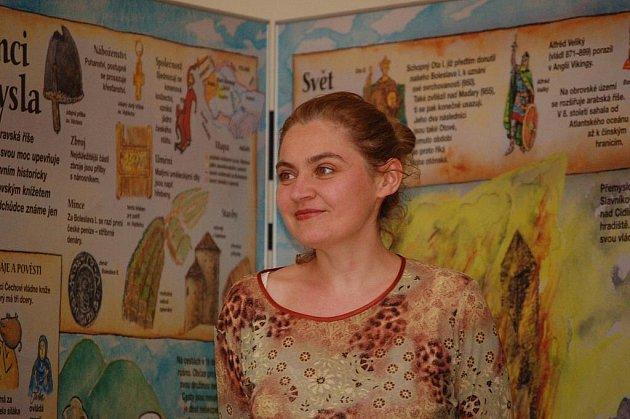 Obří leporelo Lucie Seifertové s názvem Dějiny udatného českého národa, podle všeho největší knížka na světě, je zájemcům k dispozici v krnovské výstavní síni.