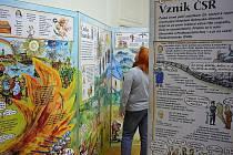 Obří leporelo Lucie Seifertové s názvem Dějiny udatného českého národa, podle všeho největší knížka na světě, je zájemcům k dispozici.