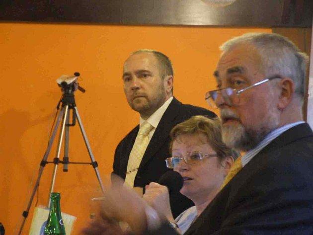 Krnovské zastupitelstvo pod dozorem kamer.