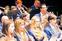 Dechový orchestr mladých Krnov se na svém jarním koncertu představil v těchto klasických uniformách, ale už plánuje pořízení nových za téměř 780 tisíc korun. Zastupitelé muzikantům na obměnu uniforem přispěli půlmilionem.