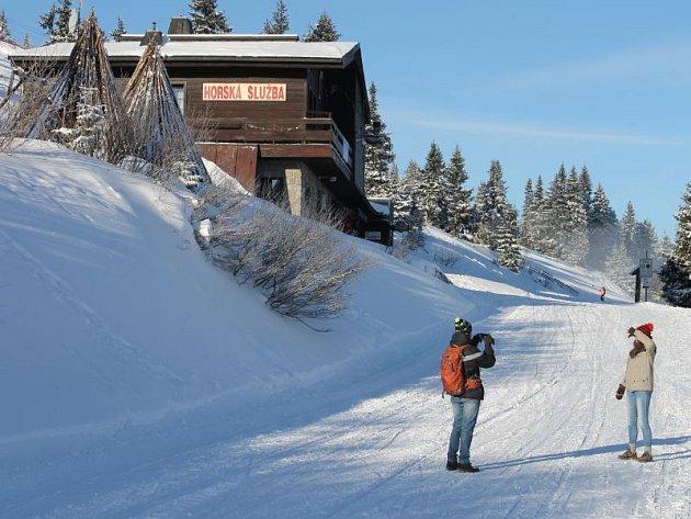 Stanice Horské služby na Ovčárně leží na trase mezi hotelem Figura, Ovčárnou a Barborkou, Švýcárnou a Pradědem.