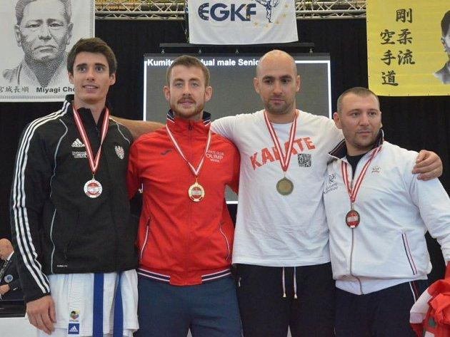 Lubomír Vaverka (druhý zprava) vybojoval na mistrovství Evropy třetí příčku.