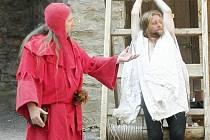 Víkendová akce na hradě Sovinci tentokrát láká na ukázky mučení.