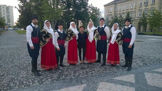 Řecké dny vKrnově letos potrápily přeháňky, ale tanečníci ani diváci si nedali pokazit hezký zážitek.