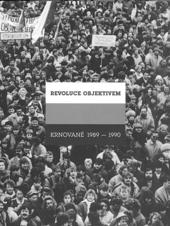 Kniha Revoluce objektivem, Krnované 1989-1990 zaznamenává legendární cinkání klíči na náměstí, odchod sovětských okupantů, generální stávku, první svobodné volby, založení Občanského fóra i návštěvu Václava Havla a Václava Klause.