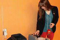 Sára Rosecká z Gymnázia Botičská v Praze přijela změřit radon do Krnova.