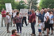 Demonstrace za nezávislou justici a proti vládě 11. června v Krnově.