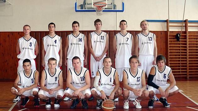 V posledním zápase oblastního přeboru rozdrtili mladí muži BK Krnov soupeře z Mohelnice vysoko 93:50.